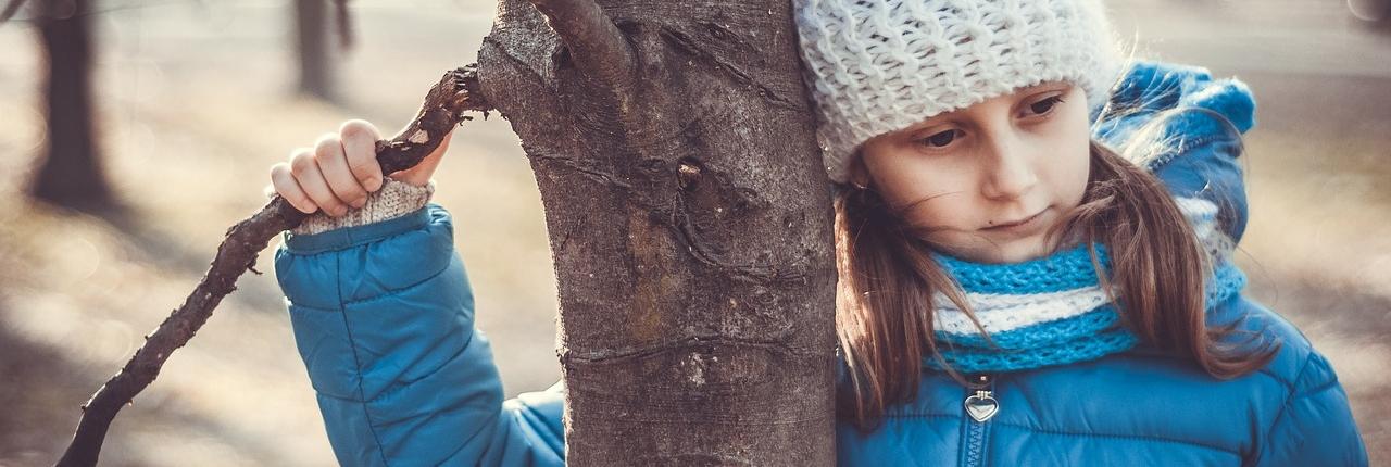 Pige der er ked af at hendes forældre skal skilles -skilsmisse og børn