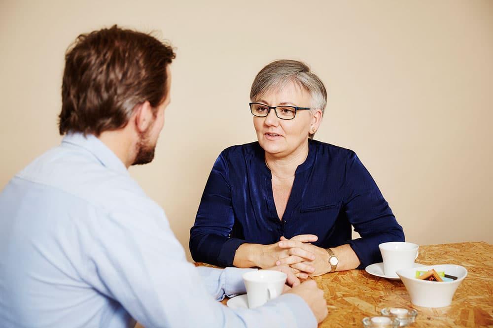 mand taler med Bettina Vestergaard