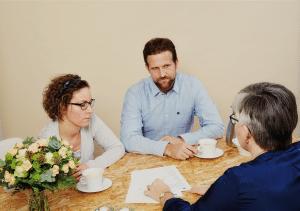 Bettina taler med et par der ligger i skilsmisse