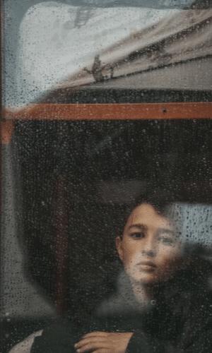 dreng i vindue- forældrefremmedgørelse